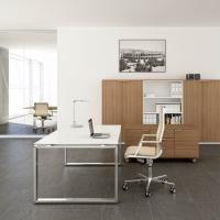 scrivania-direzionale-cromata-pianobianco